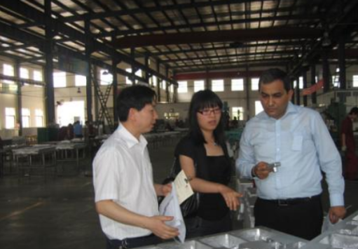 Foreign customers came to inspect the factory